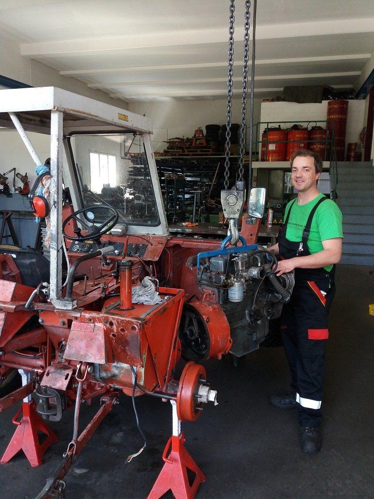 peter-brunner-werkstatt-motor-einbau-aebi